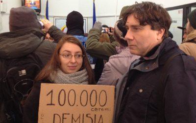Depunerea petitiei pentru demisia lui Victor Ciorbea